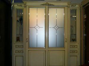 Классический шкаф купе массив с фацетными зеркалами и гравировкой Норильск