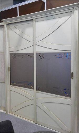 Классический шкаф купе с эксклюзивным декором Норильск