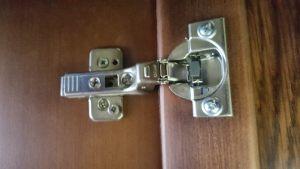 Петля для распашной двери с доводчиком Норильск