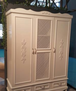 Распашные двери с декоративными накладками Норильск